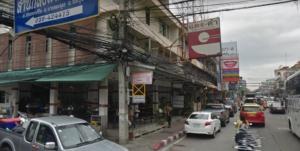 タイ・パタヤで、タイ料理のランチに、マッサマンカレーがおすすめの、「デンダム」