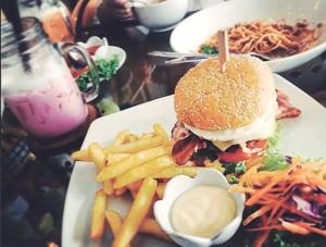 パタヤ ハンバーガー ジャスミンズカフェ