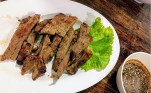 タイ・バンコクの、イーサン料理店、『バーンイサーンムアンヨット』